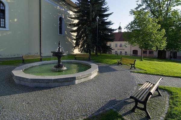 Olešnice - kašna na náměstí