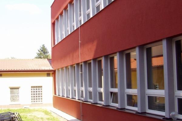 2009 Nová fasáda a okna na přístavbě ZŠ 3