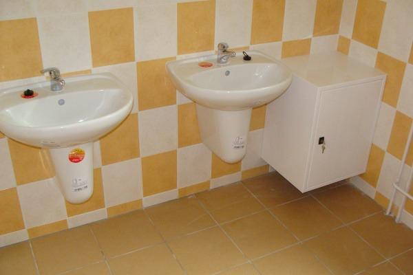 2009 Rekonstrukce toalet školy